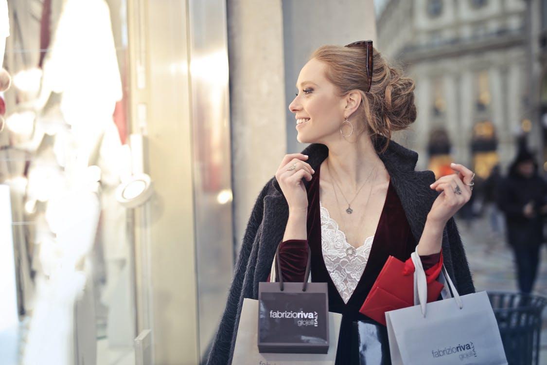 Providing a human to human shopping experience
